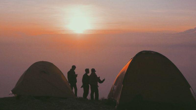 Cómo elegir los materiales de una carpa para campamento