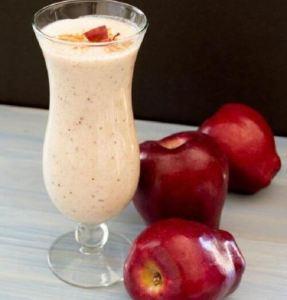 مشروب التفاح بالقرفة لترطيب الجسم في فصل الصيف