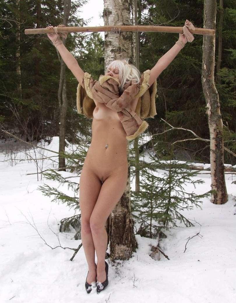 Torture et soumission dans la neige  4plaisircom