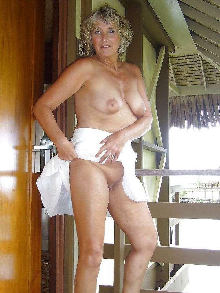 VIeilles blondes nues avec des gros nichons  4plaisircom