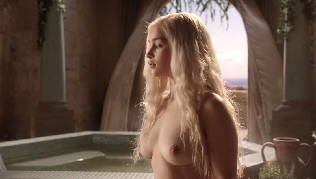 Emilia Clarke nue dans Game of Thrones  4plaisircom