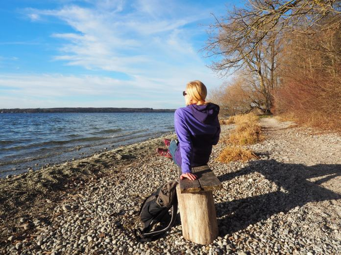 Frau mit Trekkingrucksack