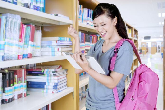 Studentin mit Rucksack