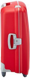 Das Verschlusssystem eines roten Koffers