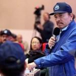 Prohibido aplaudir: Ortega no está solo en esta absurda restricción, pero es el peor