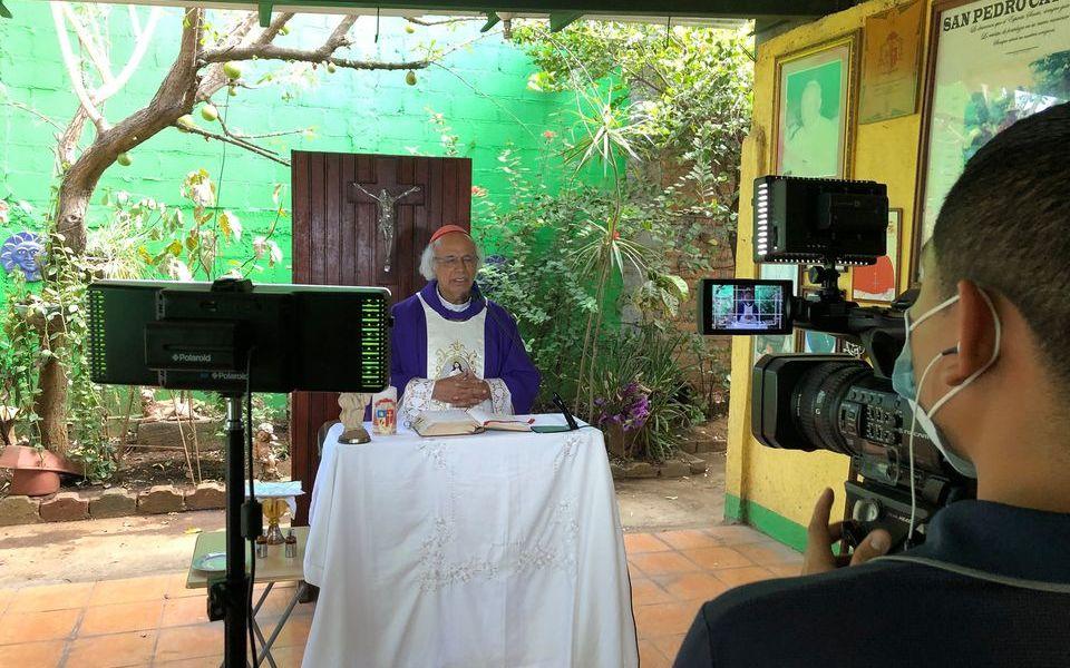 Sacerdotes usan redes sociales para estar cerca de feligreses en tiempos de Covid-19