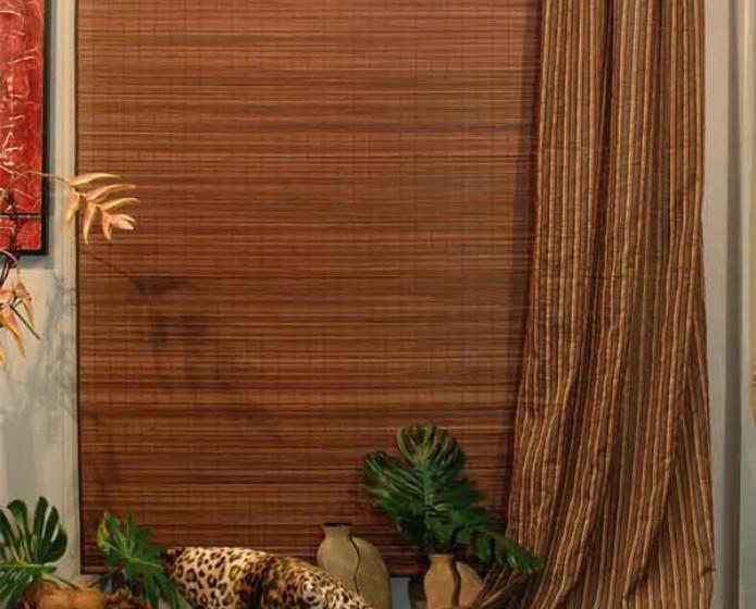 Propone tende a pacchetto in lino e tende a pacchetto per camera da letto. Arelle Arquati