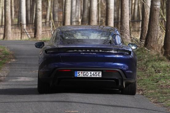 Στο Mortefontaine με την Porsche Taycan: Car of the Century!