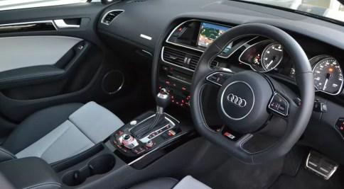 Imagini pentru masini cu volanul pe dreapta