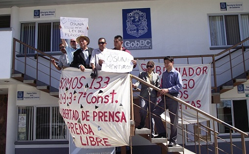 PERIODISTAS BC PROTESTA