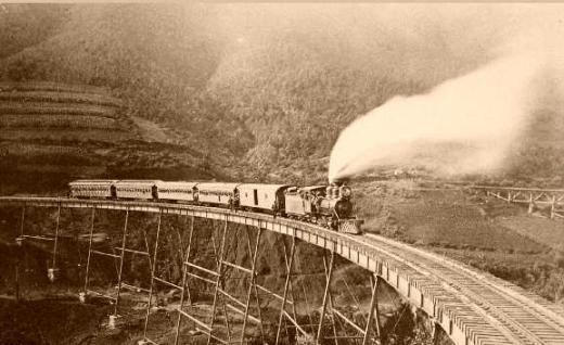 El tren Chihuahua-Pacífico en sus inicios (Foto: internet).
