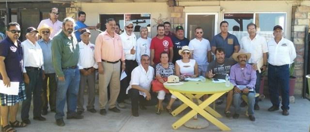 Asistentes al Foro de Pesca en Puertecitos, Ensenada (Foto: Cortesía).
