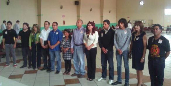 En junio de 2013, Heber Parra (primero a la izquierda) tomó protesta en la mesa directiva de MORENA, misma que después fue parcialmente desconocida por dirigentes estatales y nacionales de ese partido político (Foto: El Mexicano).