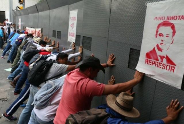 Maestros de la CNTE buscan romper los muros contra el diálogo (Foto: lacapital.mx).