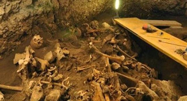 La Sima de los Huesos, uno de los más grandes descurbimientos arqueólogico del mundo, se encuentra en la Sierra de Atapuerca, España.