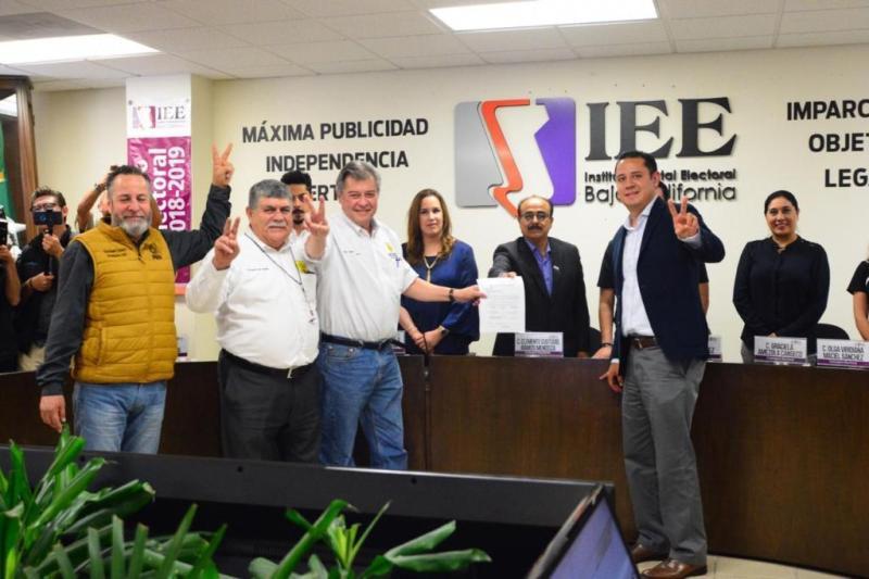 Jaime Martínez Veloz se registra ante el IEE como candidato a gobernador de  BC por el PRD, el 26 de marzo 2019. Foto: internet