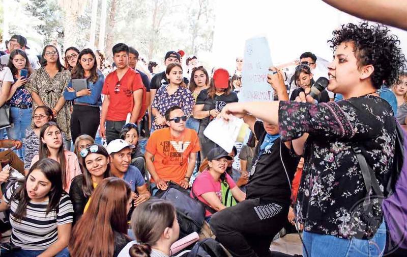 """Asamblea estudiantil UNI UNIDAD. """"No más feminicidios"""". Foto: El Diario"""