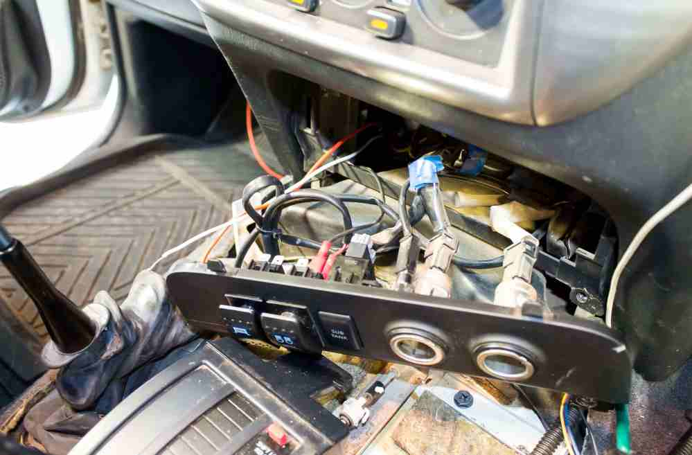 medium resolution of the wiring loom included all the necessary components to wire up the led bar legally fuse relay and a cable to tap to the high beam circuit