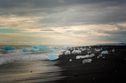 eland-viaggio-fotografico-workshop-elisabetta-rosso-nikon-school-estate-2014-viaggi-fotografici-laguna-spiaggia-cristallo-tramonto-colori-iceberg-Jokulsarlon[1]