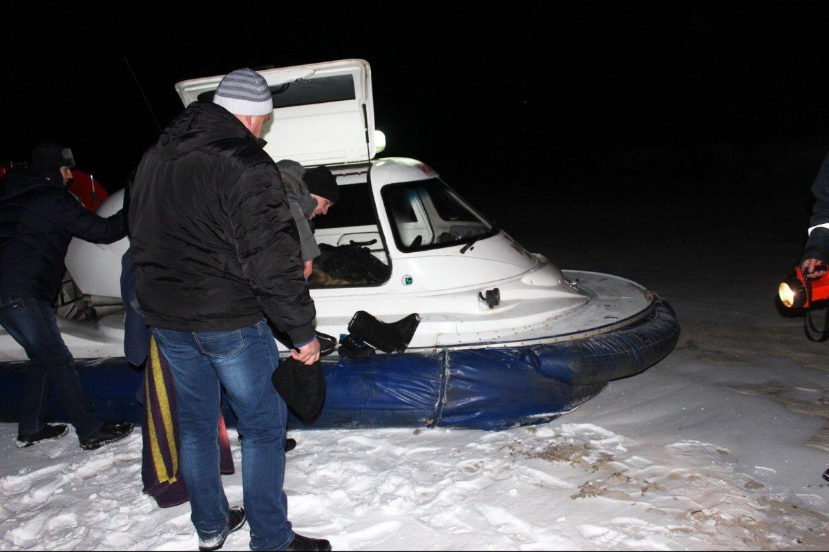 У Черкасах рибалок довелося рятувати із льодової пастки