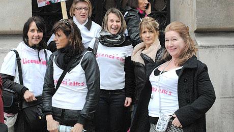 Devant la Bourse du travail à Paris, le 5 avril 2012.