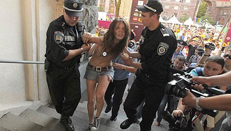 Arrestation d'une Femen en Ukraine