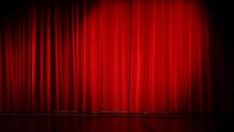 Rideau sur une scène de théâtre