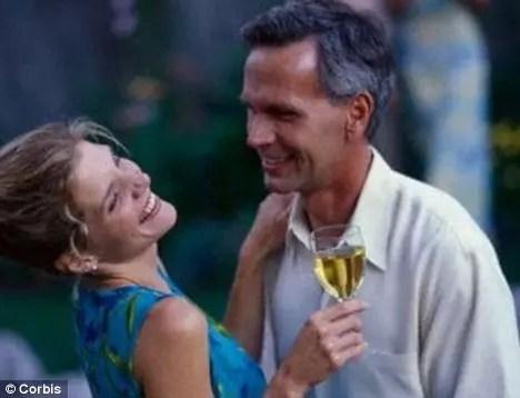 Casar-se ou simplesmente ter um parceiro ajuda a viver mais