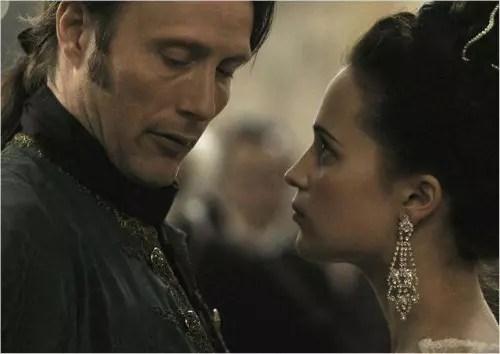 Filme conta história da paixão da rainha pelo médico particular do rei