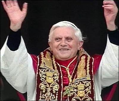Pontífice apontou a idade - 85 anos - como motivo da surpreendente renúncia
