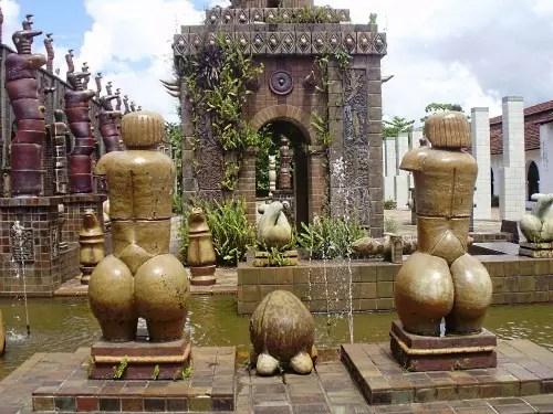 O atelier do pintor e escultor, nos arredores da capital pernambucana