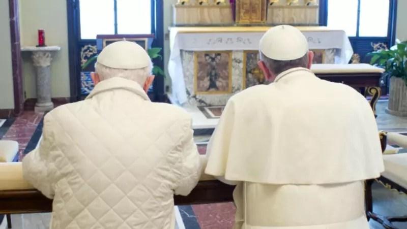 Os dois pontífices se encontraram pela primeira vez no sábado, dia 23