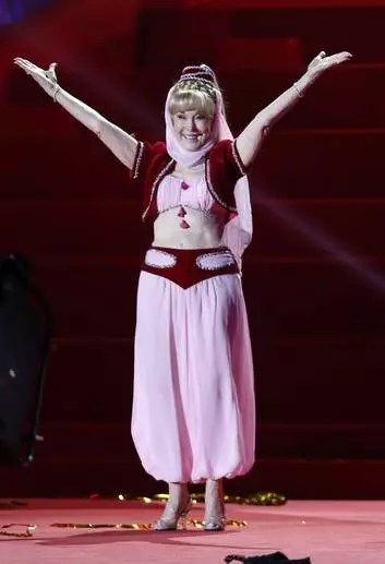 Barbara Eden usa a mesma roupa 43 anos depois