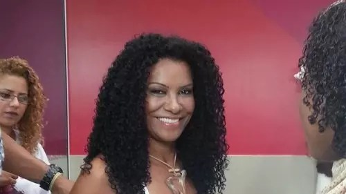Heloisa Helena Assis, 52 anos, criou, em 1993, o salão Beleza Natural, com o objetivo de oferecer produtos e serviços especialmente para cabelos crespos. Posteriormente, o salão virou instituto. Hoje, Heloisa emprega mais de 1.300 pessoas e tem seu próprio centro de pesquisa.