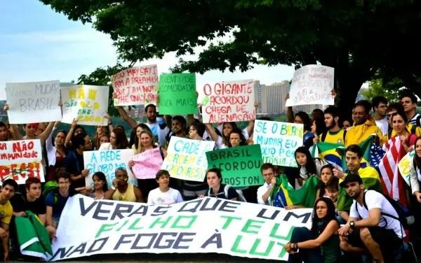 A demonstração de apoio dos brasileiros de Boston, nos Estados Unidos