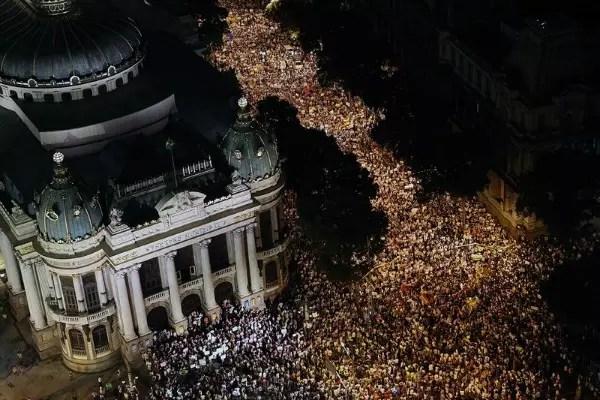 Mais de 100 mil saíram às ruas no Rio, na últimas segunda-feira