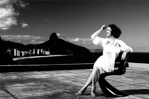 Eliane Giardini posa no hotel La Suite, na Zona Sul do Rio: linda e de bem com a vida (Fotos: Marcos Serra Lima/EGO)