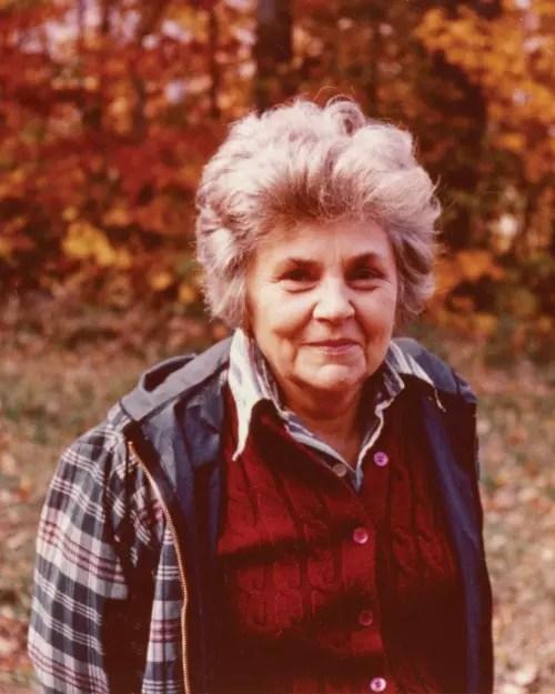 A poeta nasceu nos Estados Unidos. Chegou ao Brasil com 40 anos