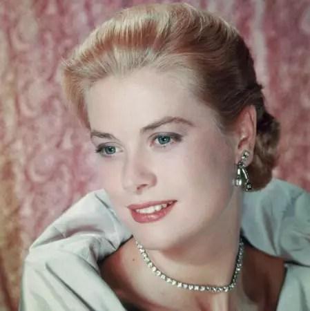 Grace Kelly, atriz americana, tornou-se princesa ao se casar com o príncipe Rainier de Mônaco