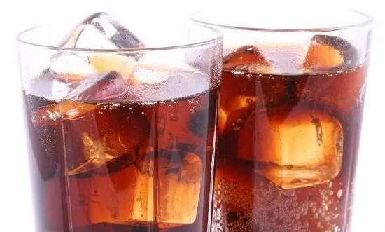 Quem bebe estas bebidas diet acumulammais calorias totais ao longo do dia