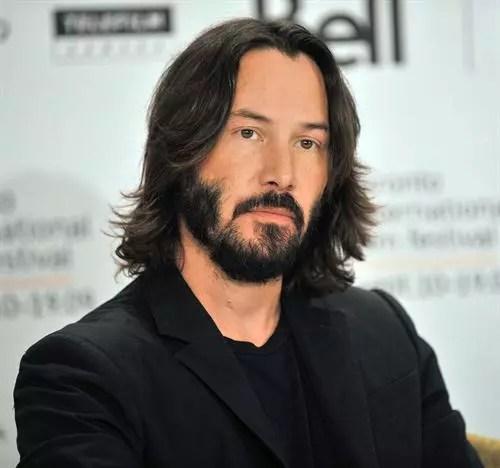 O galã Keanu Reeves soprará as 50 velinhas em setembro