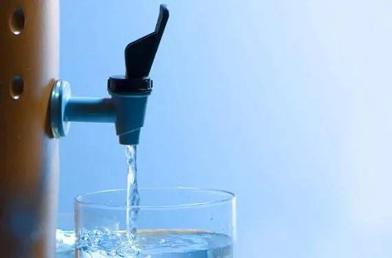 Substituímos a segurança do filtro de barro pelas duvidosas garrafas de plástico