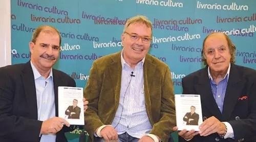 """No lançamento de seu livro """"Maestro de Voo – Uma vida de desafios"""","""
