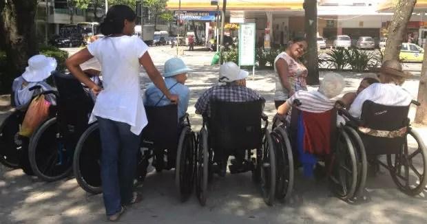 Com outras senhoras, algumas delas quase centenárias. Foto: Ruth Aquino