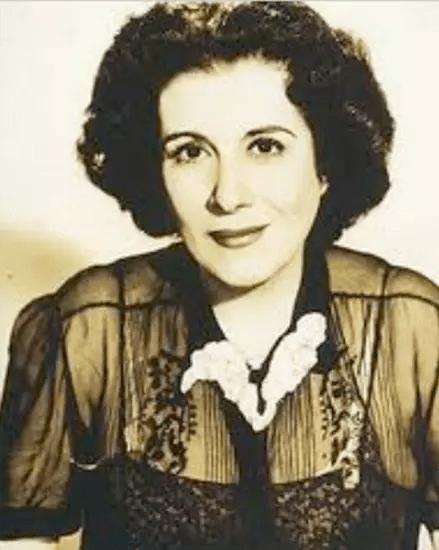 A artista nasceu na cidade da Campanha, em Minas Gerais, em 1894