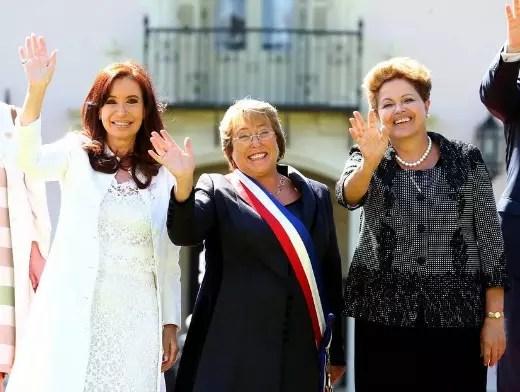 Na posse, em março, ao lado das presidentes Dilma e Cristina Kirshner, da Argentina