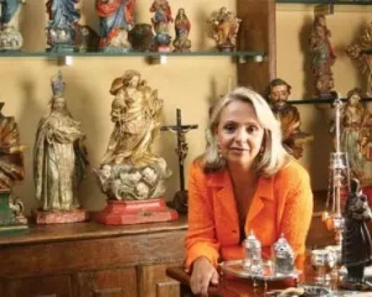 A mineira Angela Gutierrez, 64, e família, com R$ 2,5 bilhões