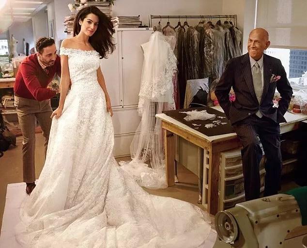 Oscar desenhou o vestido de Amal, mulher de George Clooney