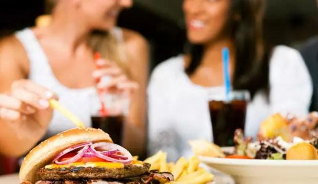 """Cuidado com a """"alimentação hedonista"""" – voltada principalmente à satisfação do prazer"""