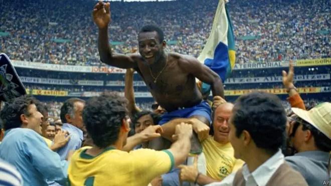 Pelé é considerado um ícone mundial por suas conquistas dentro de campo
